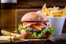 Der Klassiker: Cheese & Bacon Burger mit doppelt Käse